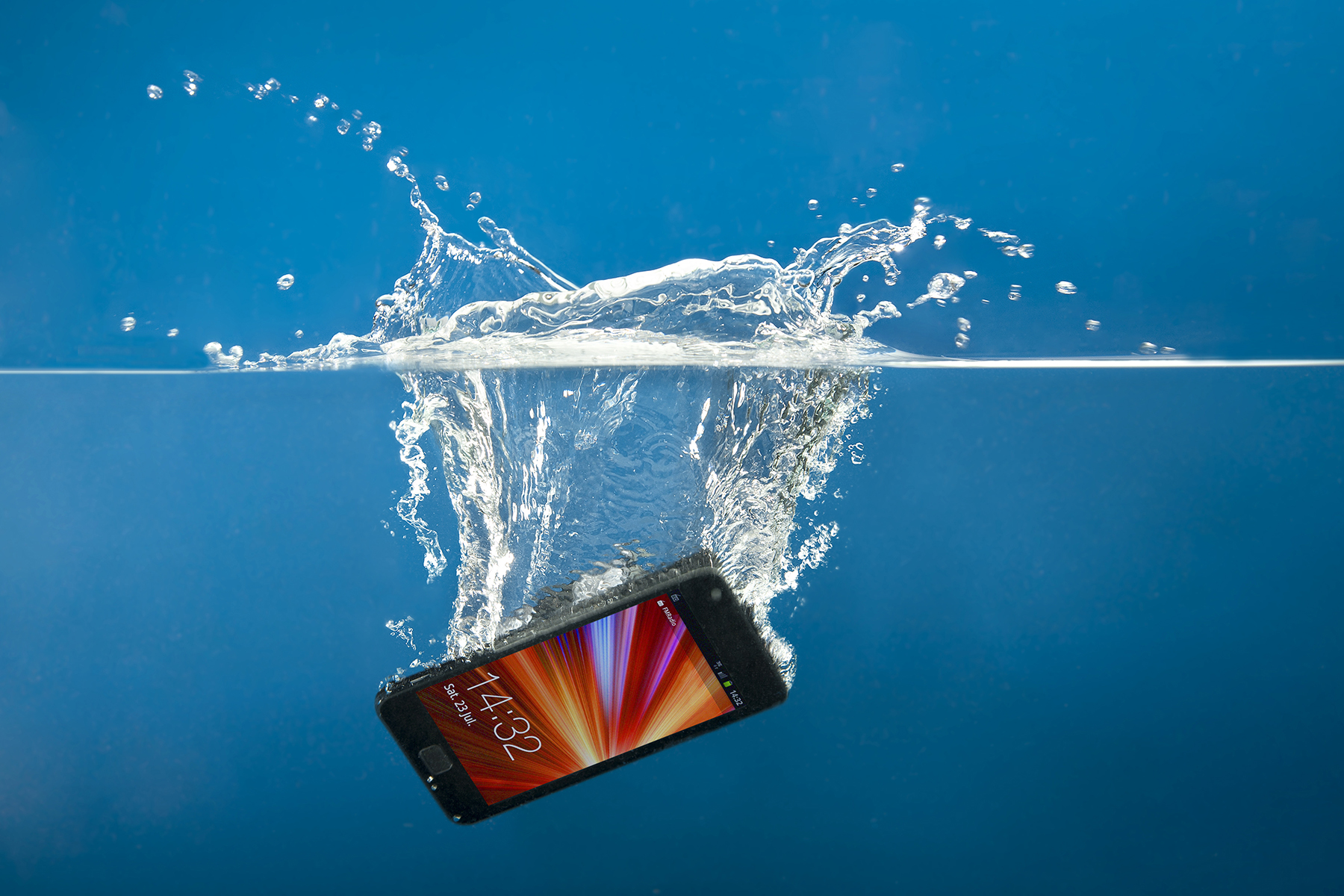 Tech Disaster – How to Rescue a Wet Smartphone