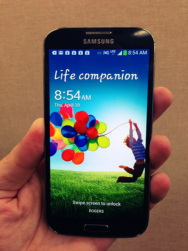 Smartphones Manufacturers Continue to Innovate in 2013